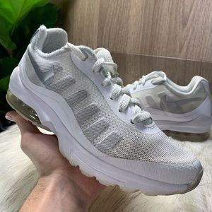 Nike Air Max Invigor Running Shoes White Sneakers